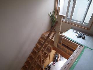階段横の吹き抜けを廊下に。_f0059988_2042385.jpg