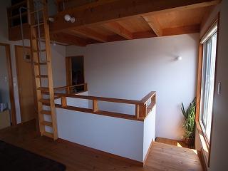 階段横の吹き抜けを廊下に。_f0059988_18161058.jpg
