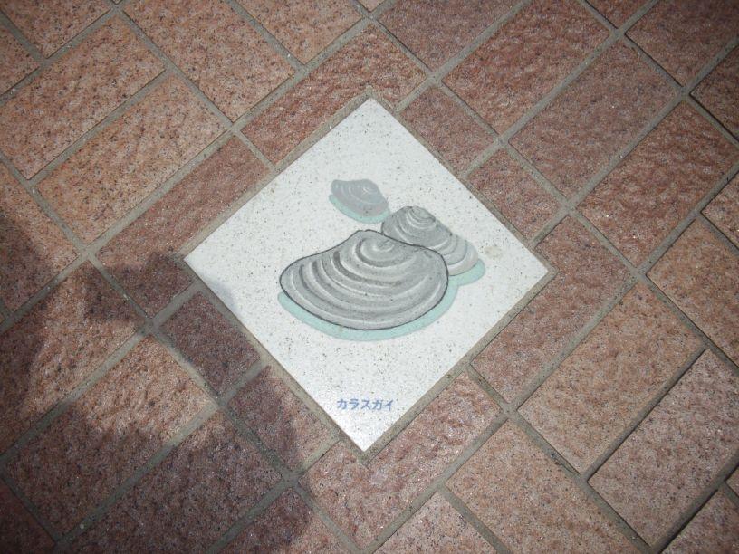 「水 五則」のブロンズ板 見っけ・・・_b0329588_16595050.jpg