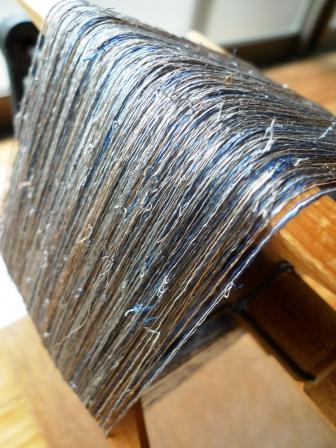 繋ぎ糸だらけのMさまの着尺の準備。_f0177373_2111435.jpg
