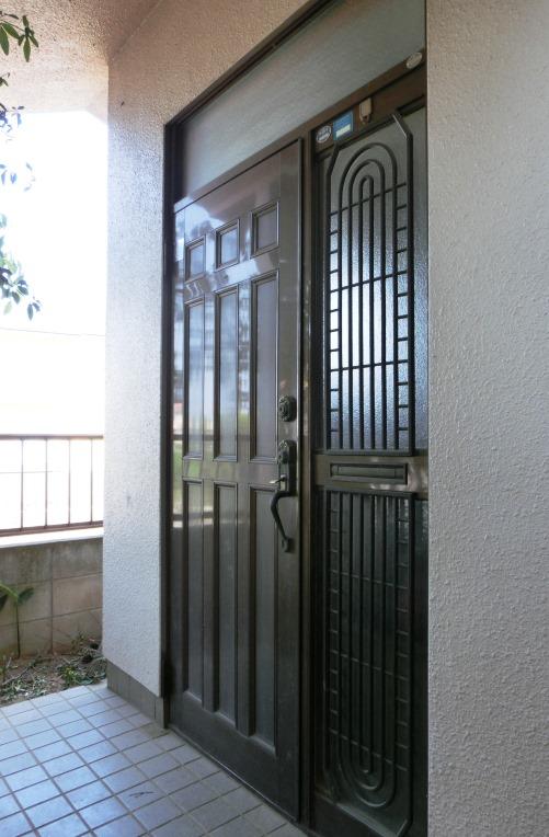 もうすぐ建て替えです 玄関_d0018424_12050274.jpg