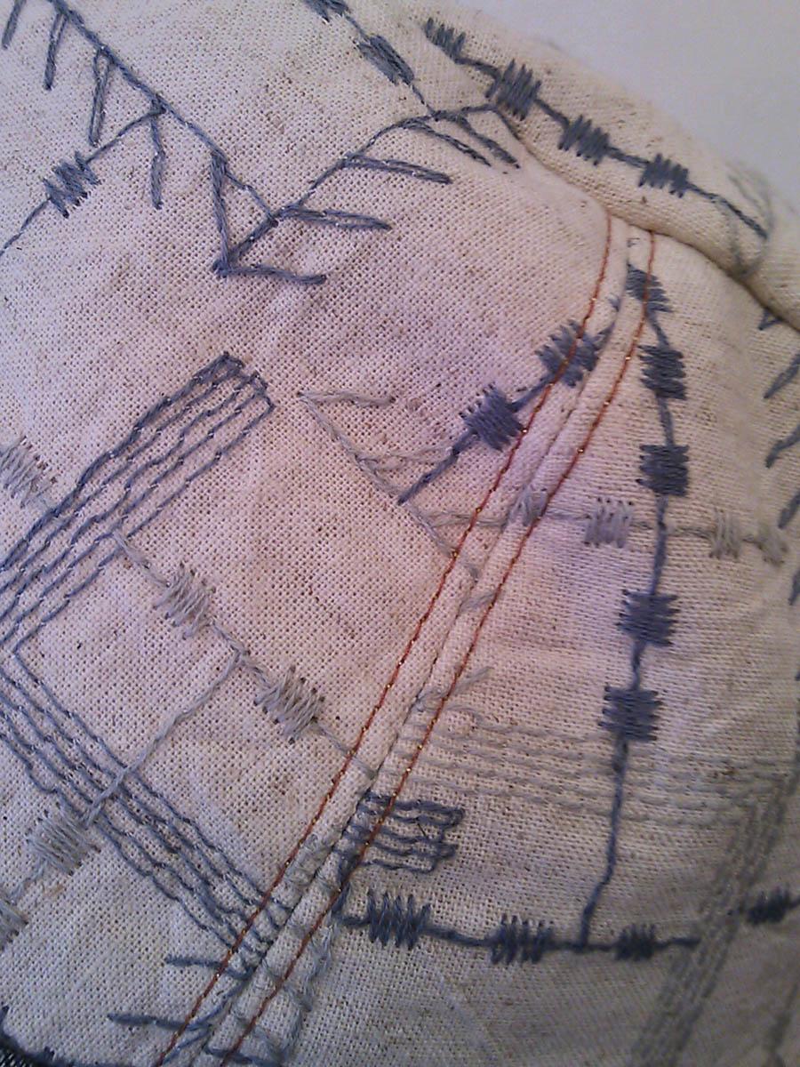 ♪刺繍のチロル♪_c0319217_1459572.jpg