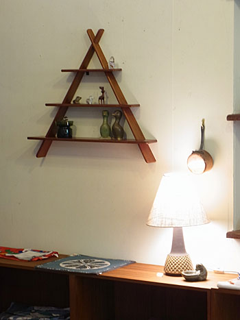 teak wall shelf_c0139773_1746433.jpg