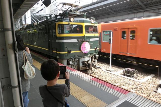 寝台特急列車トワイライトエクスプレス大阪駅で、日本海を走り札幌から大阪へトワイライトエクスプレス走る_d0181492_5304959.jpg