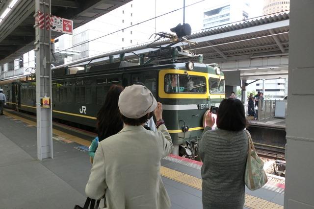 寝台特急列車トワイライトエクスプレス大阪駅で、日本海を走り札幌から大阪へトワイライトエクスプレス走る_d0181492_5311383.jpg