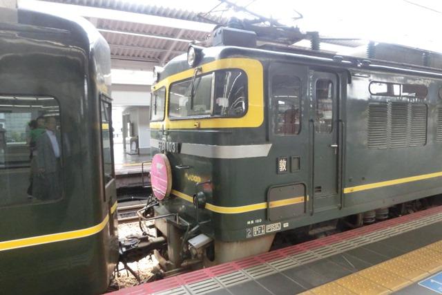 寝台特急列車トワイライトエクスプレス大阪駅で、日本海を走り札幌から大阪へトワイライトエクスプレス走る_d0181492_5314743.jpg