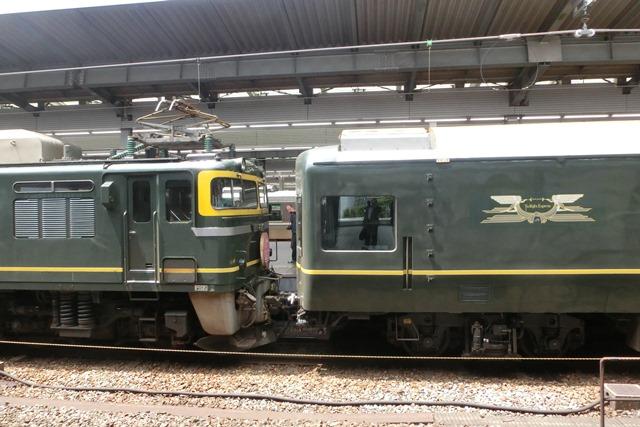 寝台特急列車トワイライトエクスプレス大阪駅で、日本海を走り札幌から大阪へトワイライトエクスプレス走る_d0181492_5322543.jpg