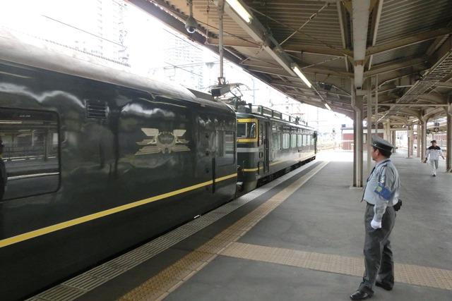 寝台特急列車トワイライトエクスプレス大阪駅で、日本海を走り札幌から大阪へトワイライトエクスプレス走る_d0181492_5343230.jpg
