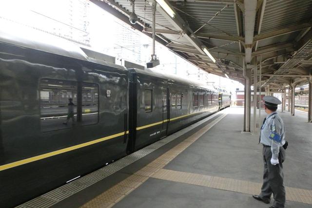 寝台特急列車トワイライトエクスプレス大阪駅で、日本海を走り札幌から大阪へトワイライトエクスプレス走る_d0181492_5345126.jpg