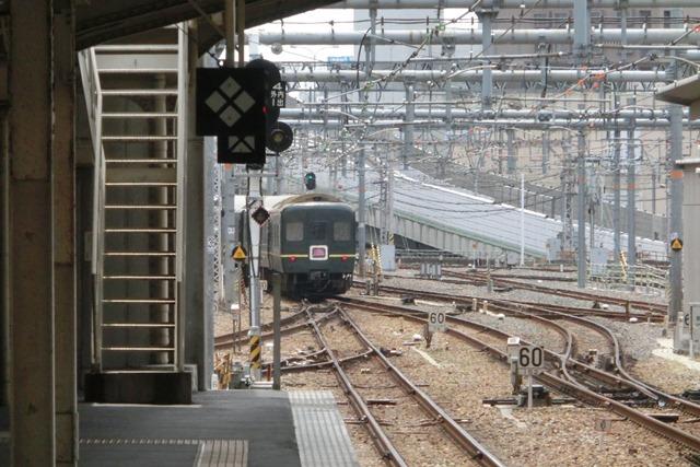 寝台特急列車トワイライトエクスプレス大阪駅で、日本海を走り札幌から大阪へトワイライトエクスプレス走る_d0181492_5351977.jpg