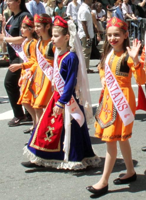 NYダンス・パレード特集「アルメニア人=美人多い」_b0007805_2121260.jpg