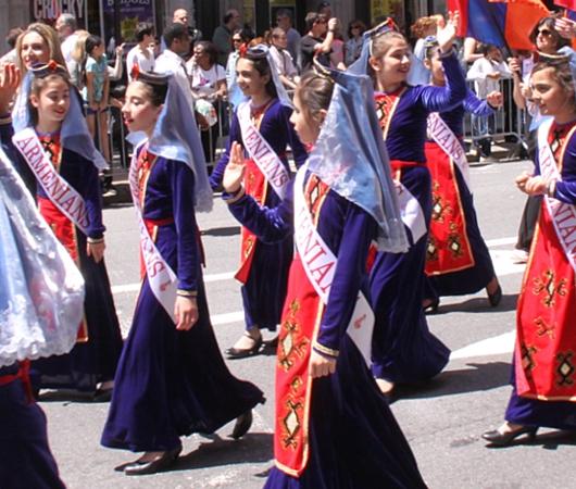NYダンス・パレード特集「アルメニア人=美人多い」_b0007805_2122443.jpg