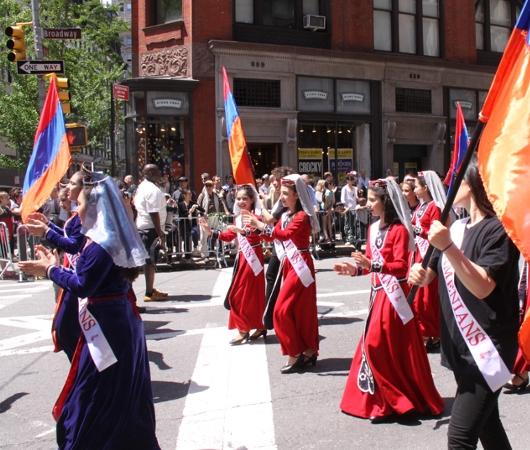 NYダンス・パレード特集「アルメニア人=美人多い」_b0007805_2123886.jpg