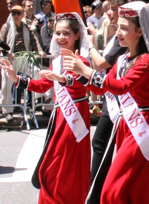 NYダンス・パレード特集「アルメニア人=美人多い」_b0007805_2124950.jpg