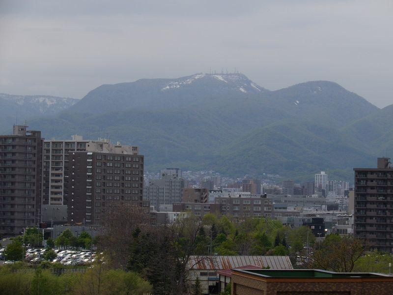 春のタンポポ一斉開花もそろそろ終わり 山も残雪状態_c0025115_19211062.jpg