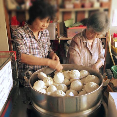 チェンマイの美味しい肉まん屋_d0156336_20105822.jpg