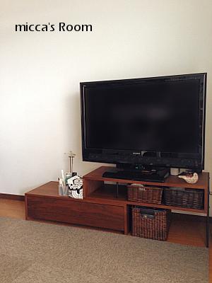 テレビボード回りのモノを見直し_b0245038_12125604.jpg