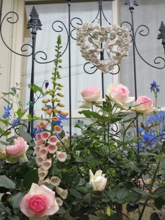 お花いっぱいの庭に近づきました~♪_a0243064_22264895.jpg