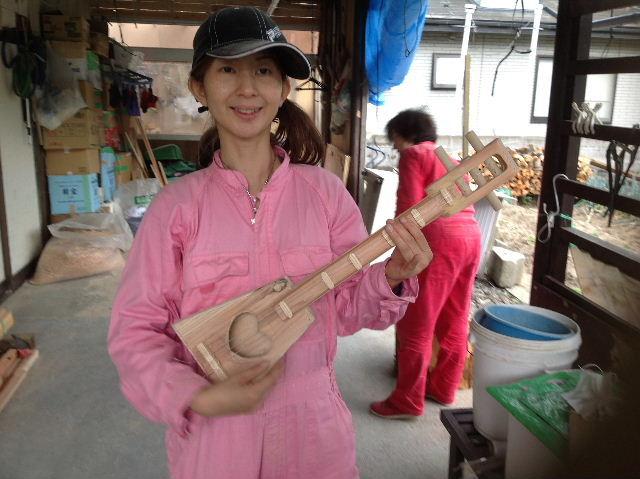 ギターも作っちゃいます。木工女子部_f0031037_1945277.jpg