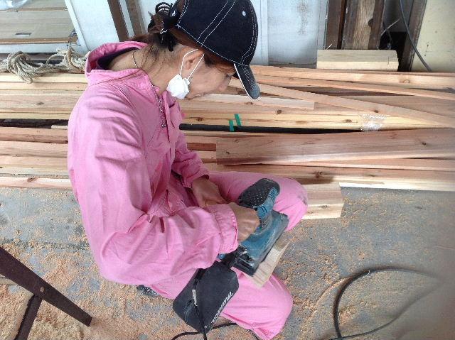 ギターも作っちゃいます。木工女子部_f0031037_19455535.jpg