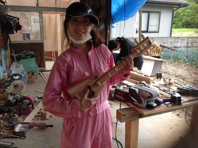 ギターも作っちゃいます。木工女子部_f0031037_194613.jpg