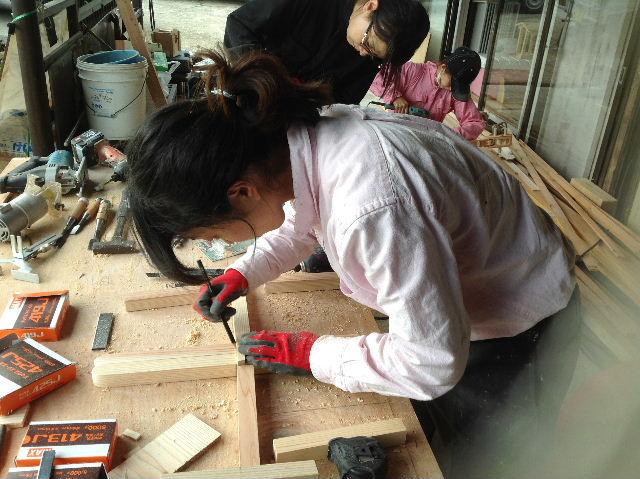 ギターも作っちゃいます。木工女子部_f0031037_19475716.jpg