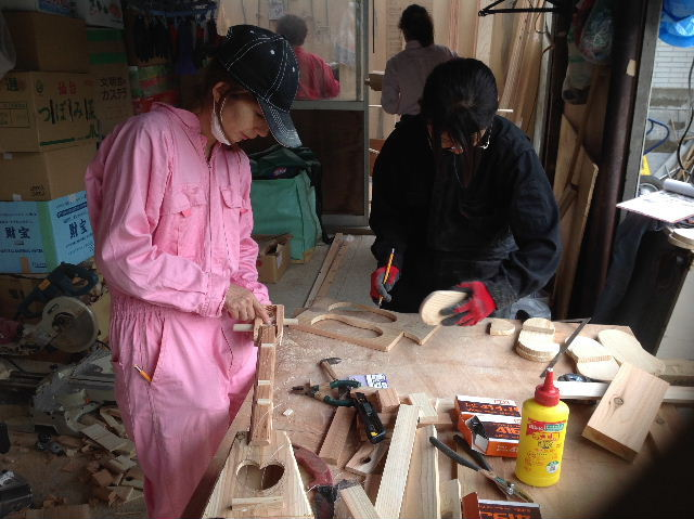 ギターも作っちゃいます。木工女子部_f0031037_2025380.jpg
