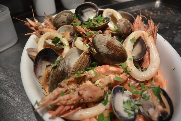 『ペスカトーレ!!』まさに魚屋さんのパスタ料理ですから。&5月23日(金)のランチメニュー_d0243849_042794.jpg