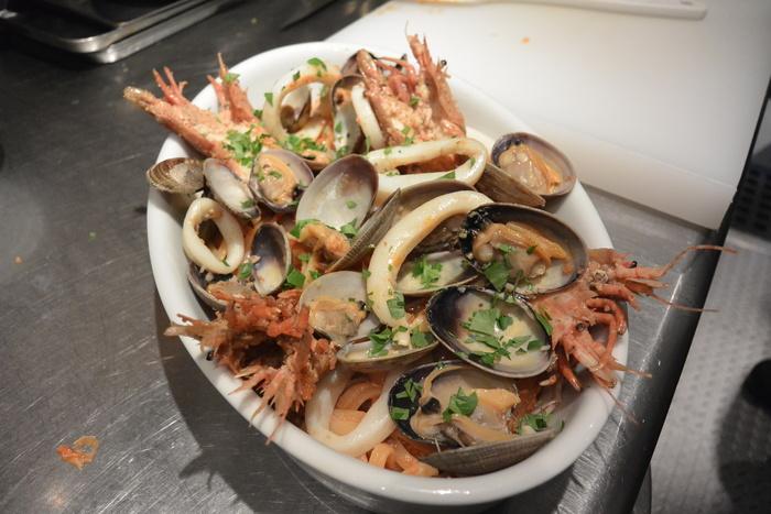 『ペスカトーレ!!』まさに魚屋さんのパスタ料理ですから。&5月23日(金)のランチメニュー_d0243849_055175.jpg