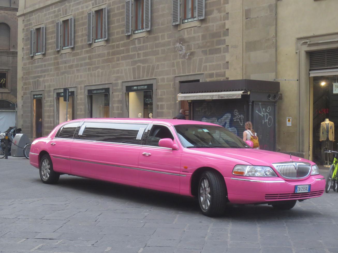 イタリア式/結婚前の大騒ぎパーティはこの車が人気です!!_c0179785_5353556.jpg