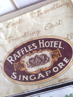 贈り物は思い出のラッフルズホテルの香り〜_f0215324_1334480.jpg