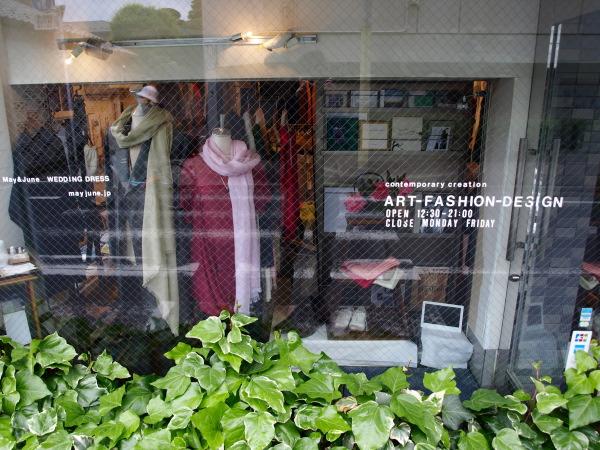花とファッション アズマシャクナゲとカシミヤのカットソー_e0122680_19272612.jpg