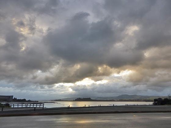 雲と虹とスーパーはしご_e0133780_18323676.jpg