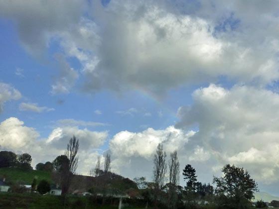 雲と虹とスーパーはしご_e0133780_183626.jpg