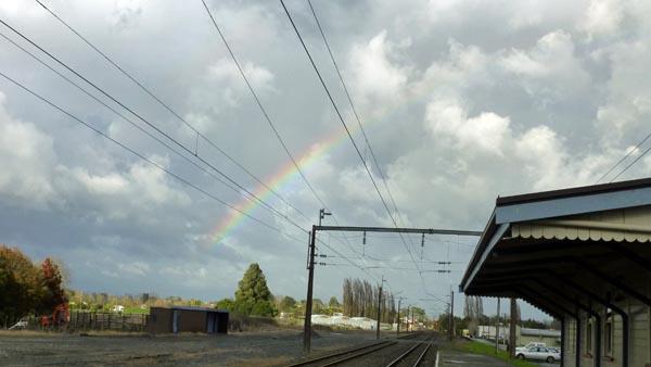 雲と虹とスーパーはしご_e0133780_18404139.jpg