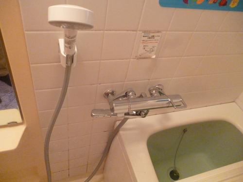 浴室混合栓取替え工事_e0184941_17303718.jpg