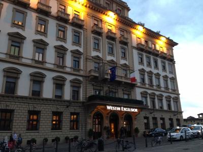 5つ星ホテルの屋上でアペリティーヴォ♪_a0207108_07035251.jpg