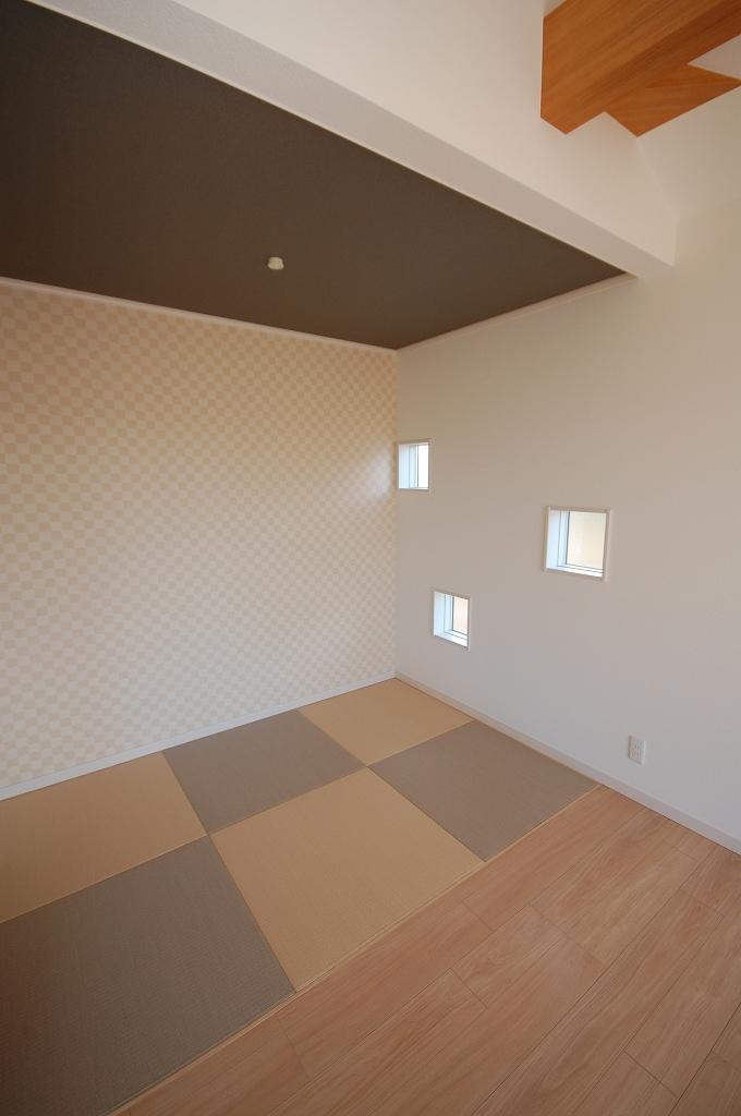 畳コーナーの建具は、白orナチュラル?_f0319815_05514826.jpg