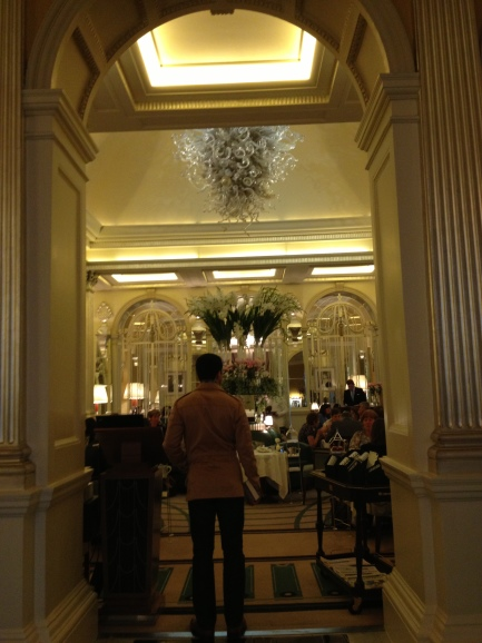 Claridges Foyer Room : Claridge s foyer and reading room ロンドン満喫中