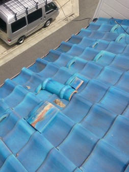 練馬区の西大泉で瓦屋根修理_c0223192_1843477.jpg