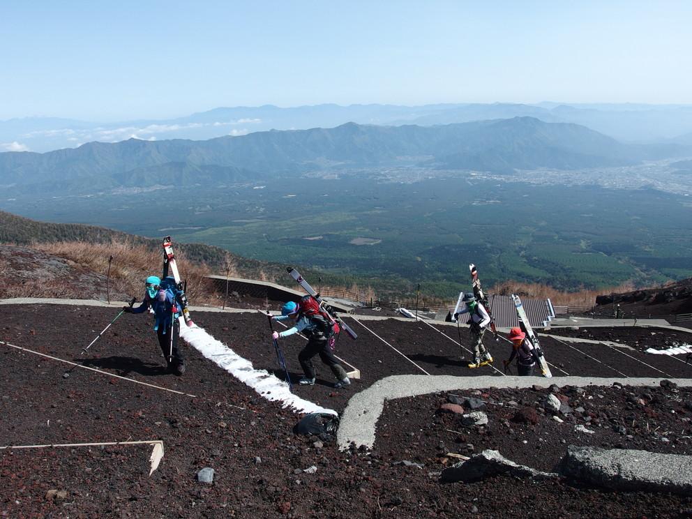 """2014年5月 『富士山大滑降』 May 2014 \""""Ski in Mt Fuji\""""_c0219616_16353346.jpg"""