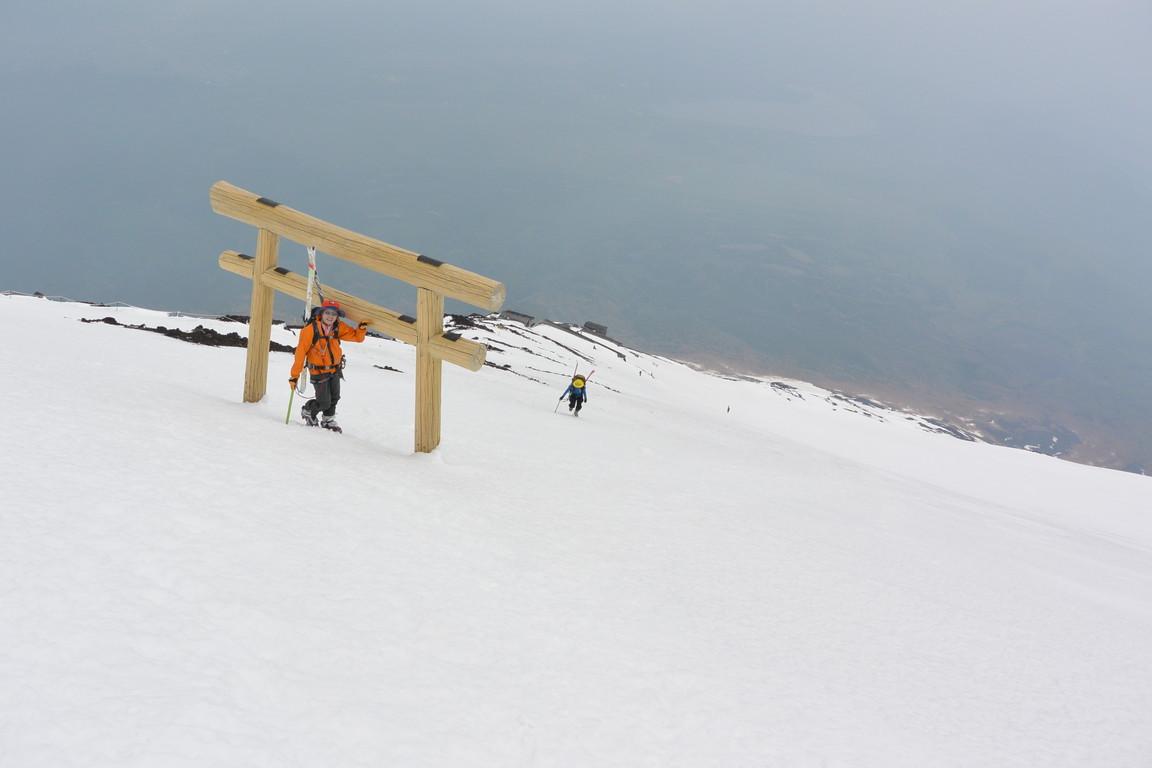 """2014年5月 『富士山大滑降』 May 2014 \""""Ski in Mt Fuji\""""_c0219616_171410.jpg"""