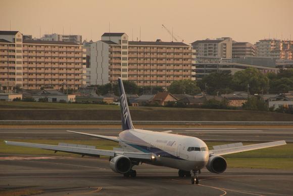 伊丹空港 夕方_d0202264_5475630.jpg