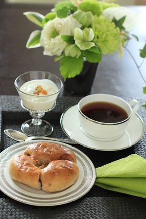 朝食時にお仕事 ♪_d0113182_23353951.jpg