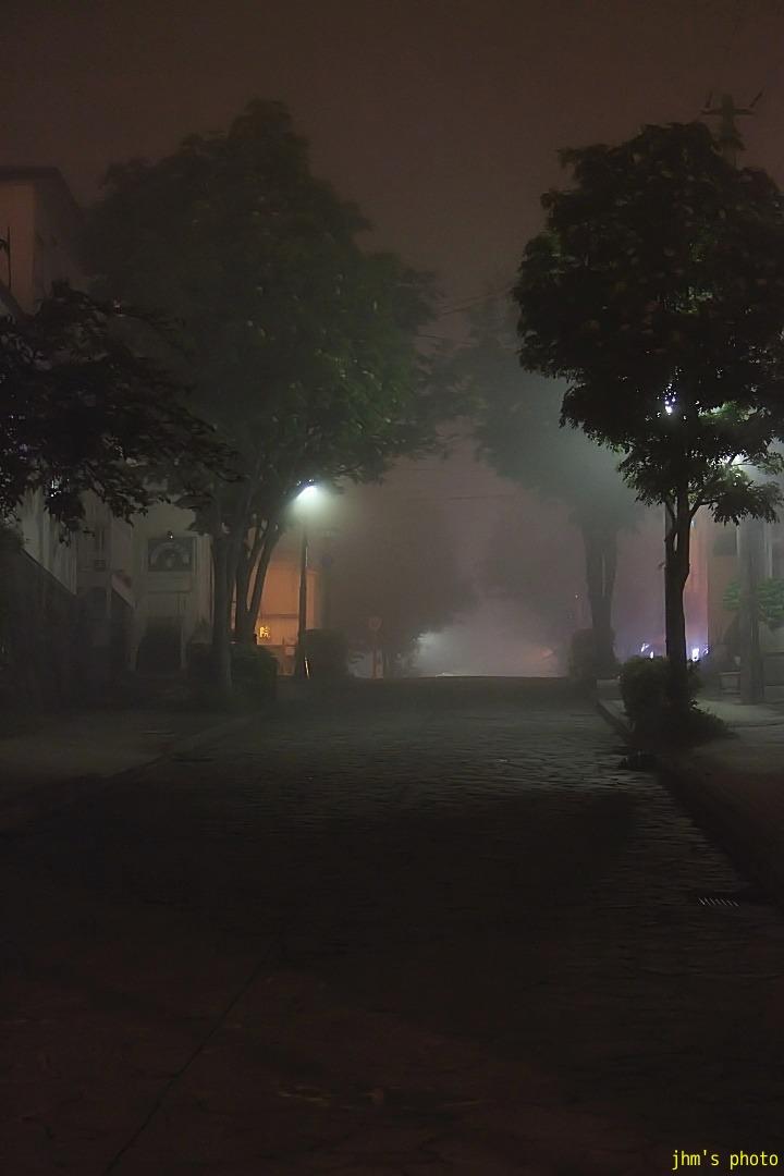 幻想的な夜霧の西部地区_a0158797_20414411.jpg