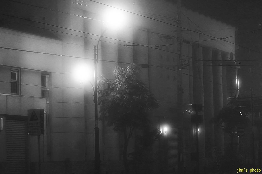幻想的な夜霧の西部地区_a0158797_20452196.jpg
