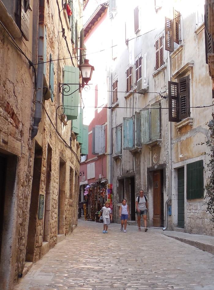 クロアチアの港町ロヴィニ_d0116009_13403986.jpg