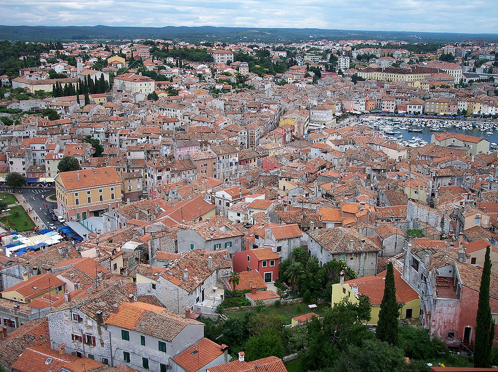 クロアチアの港町ロヴィニ_d0116009_15371735.jpg
