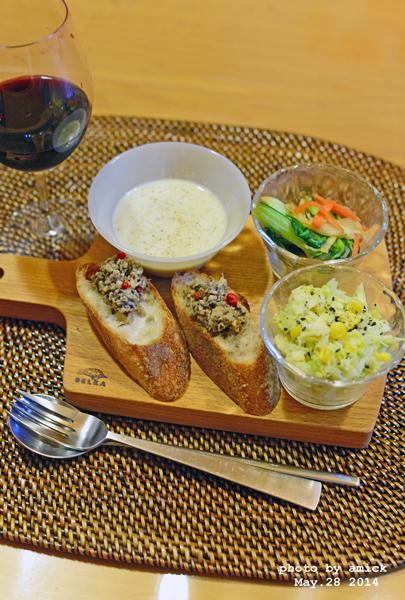 5月29日 木曜日 カレー風味のコールスロー&椎茸と鰹そぼろのロールサンドイッチ_b0288550_14383425.jpg