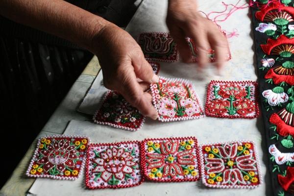 「カロタセグのきらめくビーズ刺繍展」_b0142544_04284045.jpg